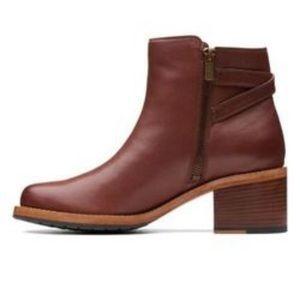 Sz 9 Clarks Clarkdale Jax Ankle Boots